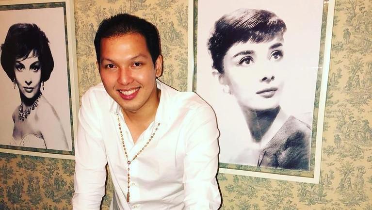 Raymond Gunawan merupakan adik bungsu Sandra Dewi yang jarang tampil di media.