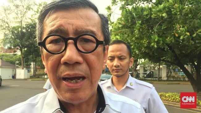 Menteri Hukum dan HAM Yasonna H. Laoly buka suara atas pemanggilan anaknya oleh Komisi Pemberantasan Korupsi (KPK) di Kompleks Istana Kepresidenan Jakarta, Senin (11/11).