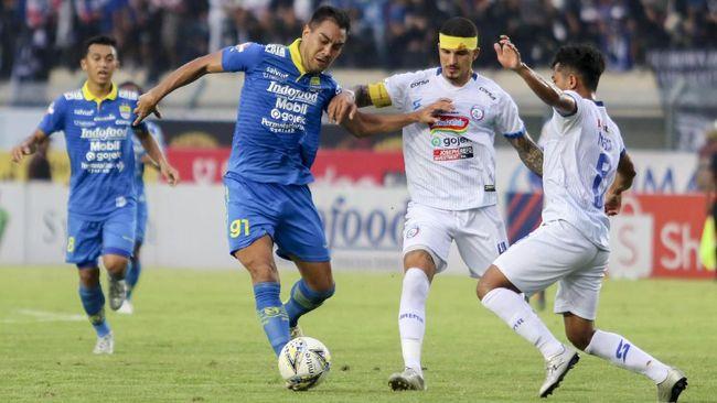 Gelandang asing Persib Bandung Omid Nazari memilih membatalkan kontrak sebelum tim berjuluk Maung Bandung berlaga di musim 2021.