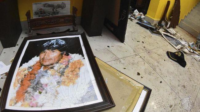 Senat Bolivia mengesahkan RUU yang membatasi keikutsertaan Evo Morales, sementara Presiden sementara Bolivia menolak memberi amnesti kepadanya.