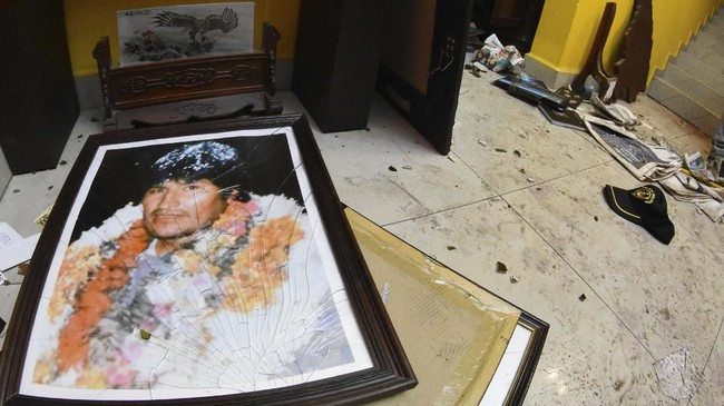 Demonstrasi yang kerap berujung ricuh selama tiga pekan terakhir terjadi di jalan-jalan utama di Bolivia.