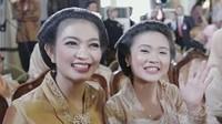 """<p>Kalau ini, foto Selvi menggunakan kebaya bersama kekasih Kaesang Pangarep, adik iparnya. Sama-sama cantik ya, Bun? (Foto: Instagram @kaesangfelicia).Ingin tahu berita terbaru tentang mantan istri Delon? Baca di <strong><a href=""""https://www.haibunda.com/moms-life/20191112081838-68-66515/postingan-mantan-istri-di-hari-pernikahan-delon-curi-perhatian-sudah-move-on"""" target=""""_blank"""">sini</a></strong>.</p>"""
