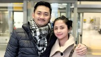 <p>Resmi menikah pada 10 September 2017, Dewi Persik dan Angga Wijaya pernah main di satu sinetron. Kini, Angga memutuskan menjadi road manajer sang istri, Bun. (Foto: Instagram @dewiperssikreal)</p>