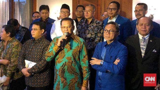 Ketua MPR Bambang Soesatyo disapa Zulkifli Hasan sebagai calon ketua umum Golkar saat bertandang ke kantor DPP PAN.