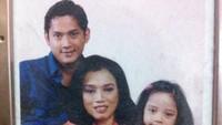 <p>Onky Alexander dan Paula menikah pada tahun 1995. Paula saat itu berprofesi sebagai direktur pemasaran PT Citra Lamtorogung Persada (CLP), usianya lebih tua 10 tahun dari Onky. Pasangan ini bercerai pada 26 Oktober 2016. (Foto: Ask.fm @sasqia)</p>