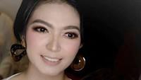 <p>Menantu perempuan Jokowi, Selvi Ananda diketahui berparas cantik dan disebut-sebut mirip artis Maya Septa. Bahkan, di kehamilan keduanya pesona Selvi tak memudar lho, Bun. (Foto: Instagram @janethesss)</p>