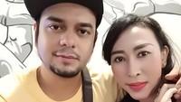 <p>Usai Rio Reifan bebas dari hukuman penjara atas kasus narkoba pada 18 Juni 2018, dia menikahi Henny Mona yang merupakan pengusaha dan pemilik bisnis properti PT. Yulia Ramadhan. (Foto: Instagram @hennymonayr)</p>