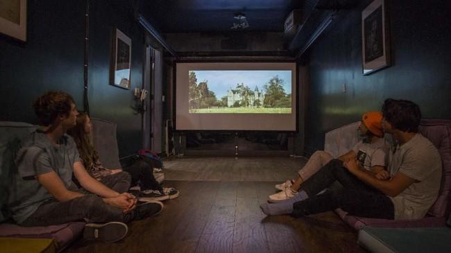 Hunian kapsul menjadi solusi tinggal di Los Angeles, salah satu kota dengan biaya hidup termahal di dunia.