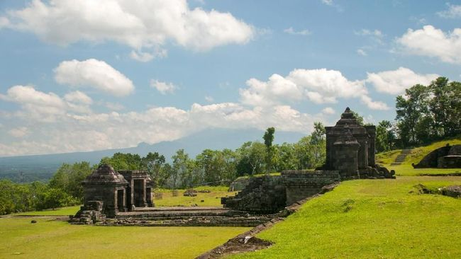Ratu Boko or locally called Kraton Ratu Boko is a remains of a palace located about 3 km south of Prambanan Yogyakarta. It was built in the 8th century AD.