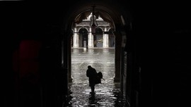 Alun-Alun di Venesia Kembali Ditutup akibat Banjir