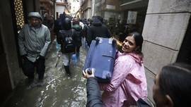 Ribuan Warga Venesia Protes Banjir Berulang