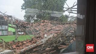 Harapan yang Tersisa dari Balik Puing SDN Ambruk di Tangerang