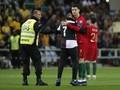 Ronaldo Selfie dengan Penyusup, Laga Portugal Terhenti