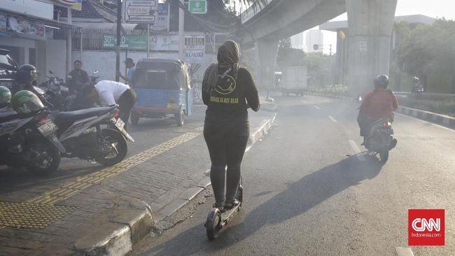 Pemerintah menggolongkan Otopet Listrik sebagai 'skuter listrik' yakni roda dua maksimal 25 km per jam.