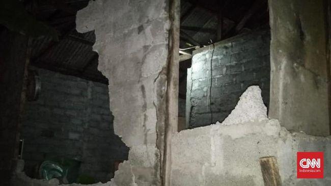 Gempa di Ternate mengakibatkan kerusakan dan korban yang tertimpa reruntuhan.