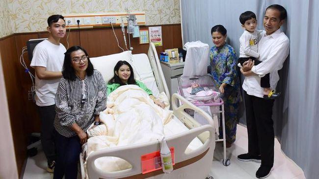 LNetizen meributkan nama panggilan cucu ketiga Presiden Jokowi, La Lembah Manah. Ada yang bercanda dengan menyebut nama panggilannya 'mbah'.
