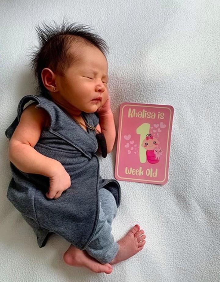 <p>Kartika Putri melahirkan putri pertamanya dengan Usma Bin Yahya pada 18 Oktober lalu. Si kecil yang diberi nama Khalisa Aghnia Bahira kini berusia hampir 1 bulan. (Foto: Instagram/ @khalisaworld) </p>