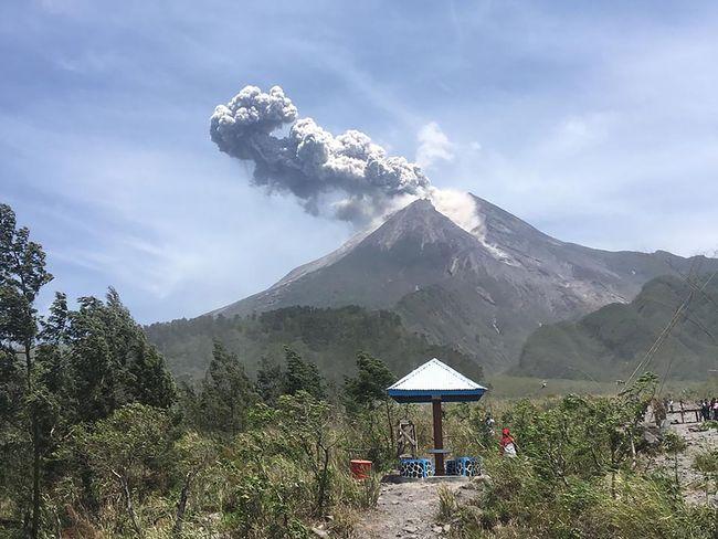Hasil gambar untuk gunung merapi