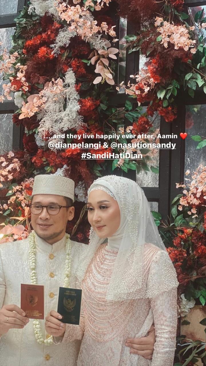Dian Pelangi telah resmi dipersunting pengusaha sukses Sandy Nasution. Lihat yuk deretan momen bahagia mereka.
