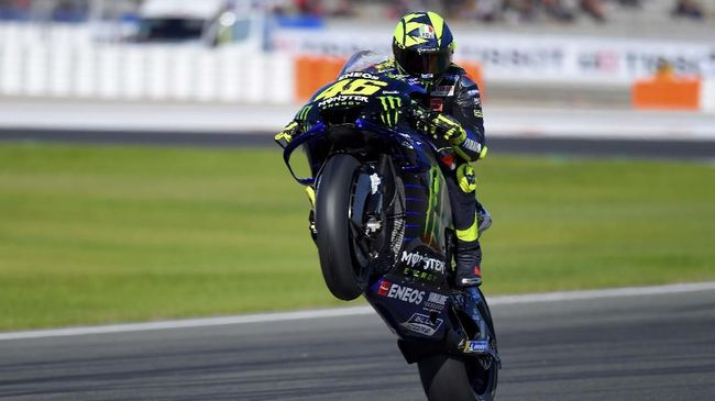 Monster Energy Yamaha MotoGP Italian driver Valentino Rossi rides during the fourth free practice session of the MotoGP Valencia Grand Prix at the Ricardo Tormo racetrack in Cheste near Valencia, on November 16, 2019. (Photo by JOSE JORDAN / AFP)