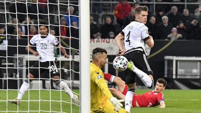 Timnas Jerman dan timnas Belanda memastikan tiket lolos ke putaran final Piala Eropa 2020 pada Minggu (17/11) dini hari WIB.