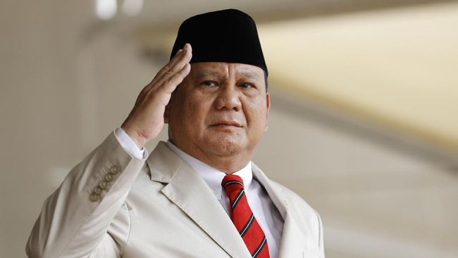 Menhan Prabowo Subianto memeriksa langsung pembuatan kapal perang untuk TNI yang diproduksi PT Tesco Indomaritim di Bekasi, Jawa Barat.