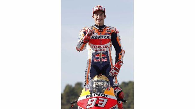 Manajer Marc Marquez Emilio Alzamora menyebut tim dokter yang menangani juara bertahan MotoGP itu terlalu percaya diri.