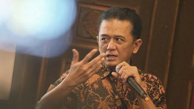 Menteri BUMN Erick Thohir memanggil mantan Wakil Ketua KPK Chandra Hamzah untuk membahas kinerja dan permasalahan korupsi di BUMN.