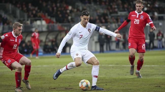 Striker timnas Portugal Cristiano Ronaldo menyebut lapangan milik Luksemburg seperti ladang kentang saat kedua tim bertanding di Stadion Josy Barthel.
