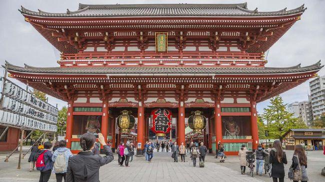 Berkunjung ke Tokyo tak lengkap rasanya bila tak berwisata ke salah satu kuil tertua sekaligus terpopuler, yaitu Kuil Sensoji.