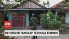 VIDEO: Pria Terduga Teroris Ditangkap Densus 88 di Cilacap