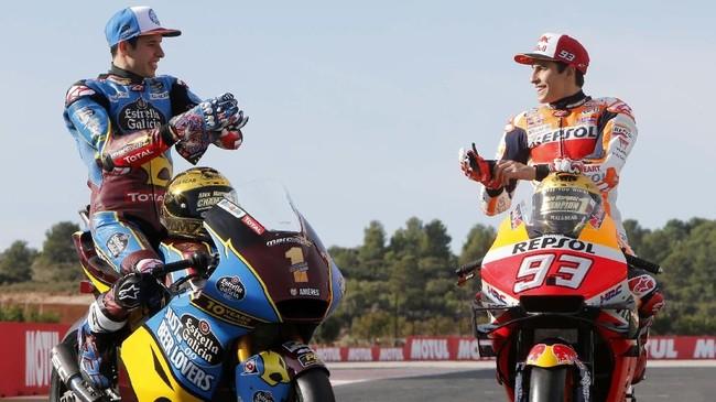 Tiga juara dunia Grand Prix 2019 Marc Marquez, Alex Marquez, dan Lorenzo Dalla Porta melakukan sesi foto jelang MotoGP Valencia 2019.