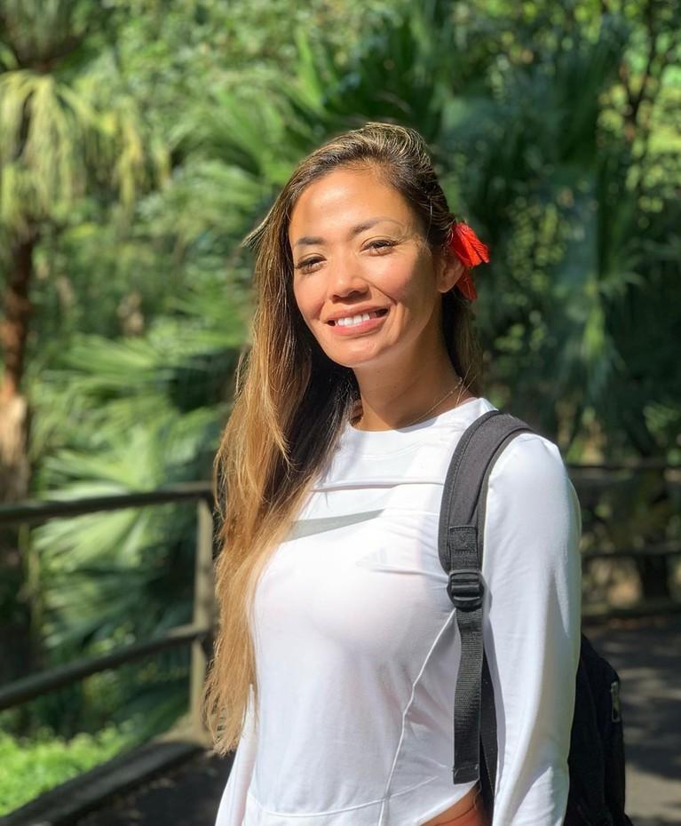 Tak hanya mengelilingi kota, Shanty Paredes juga asyik menikmati alam di Hongkong.