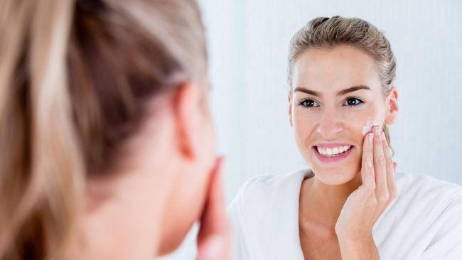 Menyentuh wajah tanpa memastikan kebersihan tangan, berpotensi menularkan virus. Ada tips melatih diri agar tak sering menyentuh wajah.