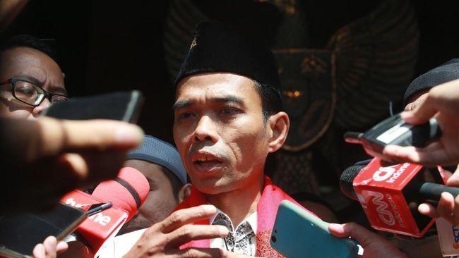 Penceramah Ustaz Abdul Somad meminta jemaahnya untuk tak membenci orang atas dasar suku, termasuk China, terutama terkait Virus Corona.