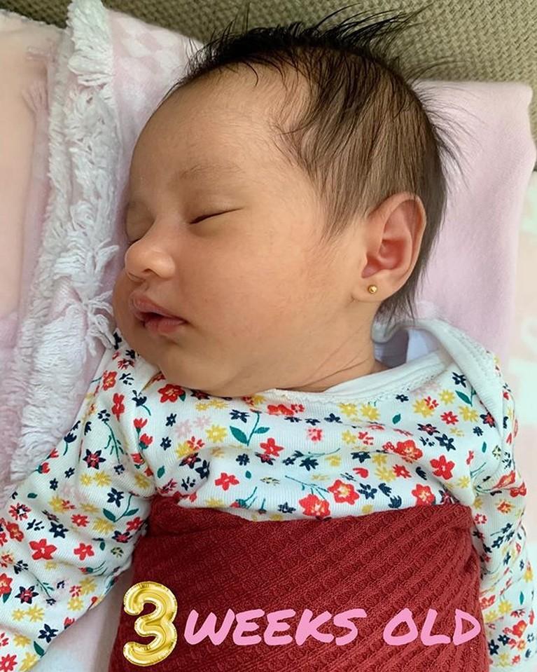 Bayi cantik yang memiliki nama panjangSyarifah Khalisa Aghnia Bahira ini wajahnya sangat menggemaskan termasuk saat tidur.