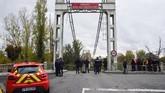 Sebuah jembatan gantung yang menghubungkan kota Mirepoix-sur-Tarn, Prancis, ambruk hingga menyebabkan dua orang tewas.
