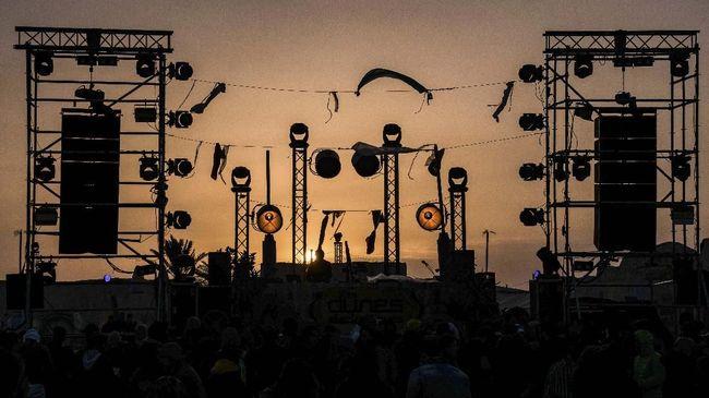 Festival musik elektronik digelar di gurun pasir Tunisa. Kemeriahan tersebut membuat turis kembali berdatangan.