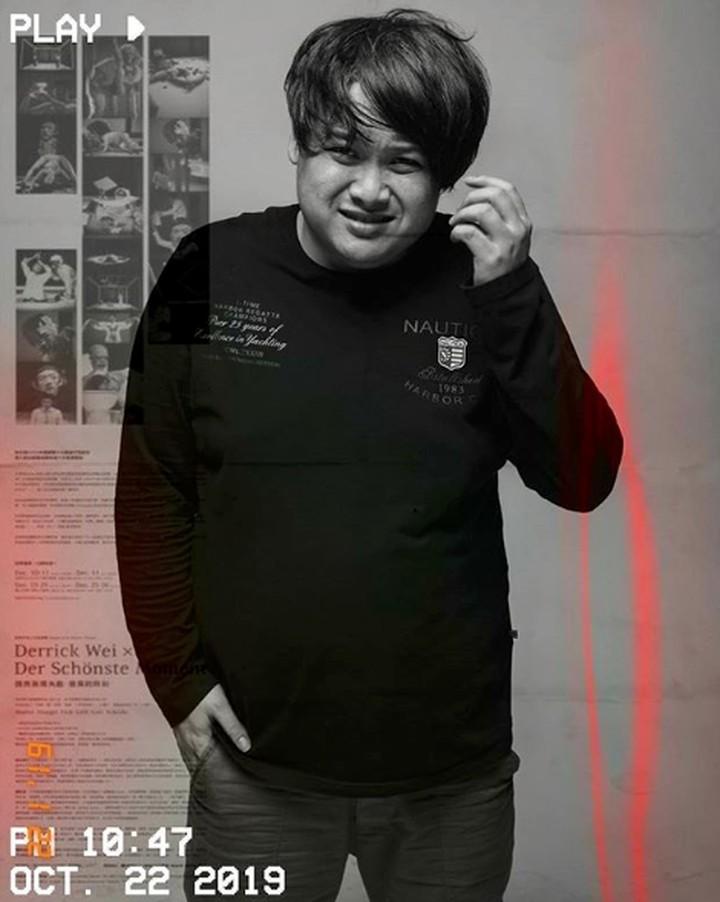 <p><strong>Cecep Reza</strong><br /><br />Terbaru yang sedang hangat dibicarakan adalah Cecep Reza. Pemeran tokoh Bombom di sinetron Bidadari ini, kemarin (19/11/2019) meninggal dunia. Ia meninggal ketika tidur. Diduga Cecep Reza meninggal karena penyakit jatung. (Foto: Instagram @cecepreza_)</p>