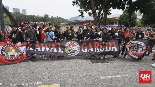 Suporter Malaysia dan Indonesia sempat terlibat kericuhan kecil beberapa saat sebelum pertandingan kualifikasi Piala Dunia 2022 dimulai.