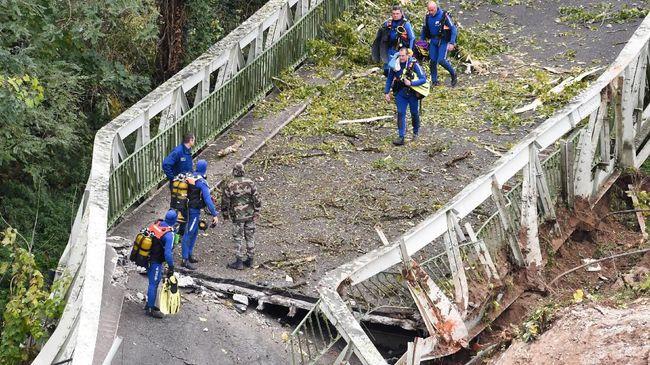 Hasil investigasi menemukan truk yang melebihi dua kali bobot maksimal menjadi penyebab jembatan gantung di Prancis ambruk.