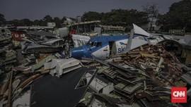 FOTO: Puing Pesawat Bekas Bertumpuk di Marunda