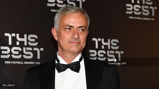 Jose Mourinho mengungkapkan alasan tertarik melatih Tottenham Hotspur lantaran skuat klub London Utara itu cukup mentereng.