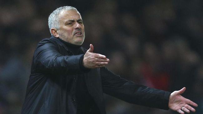Derbi London melawan West Ham United akan menandai debut Jose Mourinho sebagai pelatih Tottenham Hotspur, Sabtu (23/11).