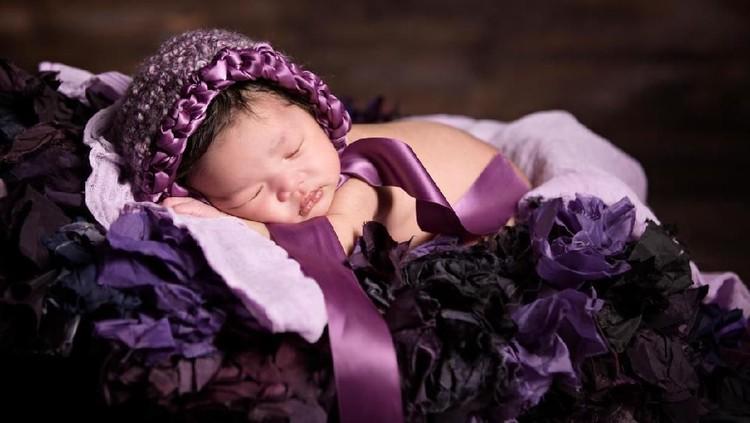 Ingin menyematkan nama bayi dengan makna berseri? Lihat daftar nama berikut ya.