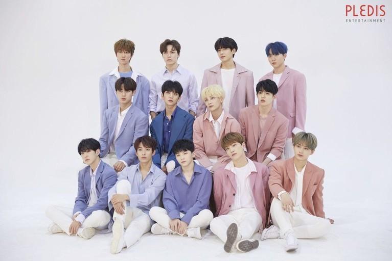 Rose Quartz dan Serenity Blue adalah warna-warna yang sering dan pernah hits dipakai para idol pada musim semi hingga musim panas 2016 lalu. Bahkan album K-Pop kala itu mengikuti tren dengan merilis cover dalam dua warna ini.