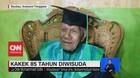 VIDEO: Kakek Wisuda di Usia 85 Tahun Dengan IPK 3,5