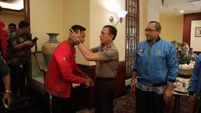 Ketua Umum PSSI, Mochamad Iriawan atau Iwan Bule, melepas rombongan Timnas Indonesia U-23 yang akan bertanding di SEA Games 2019 di Filipina.