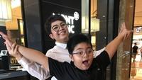 Sejak bercerai dari Daniel Sinambela tahun 2010 lalu, Joy Tobing menjadi orang tua tunggal untuk putra semata wayangnya, Joshua. (Foto: Instagram/ @joydestinytobing)