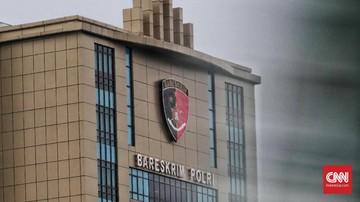 Bareskrim Polri memanggil wartawan Edy Mulyadi untuk dimintai keterangan soal bentrok FPI-polisi.